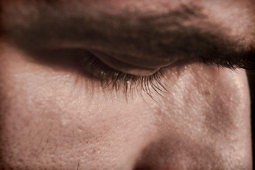Comment expliquer l'acné adulte chez la femme?